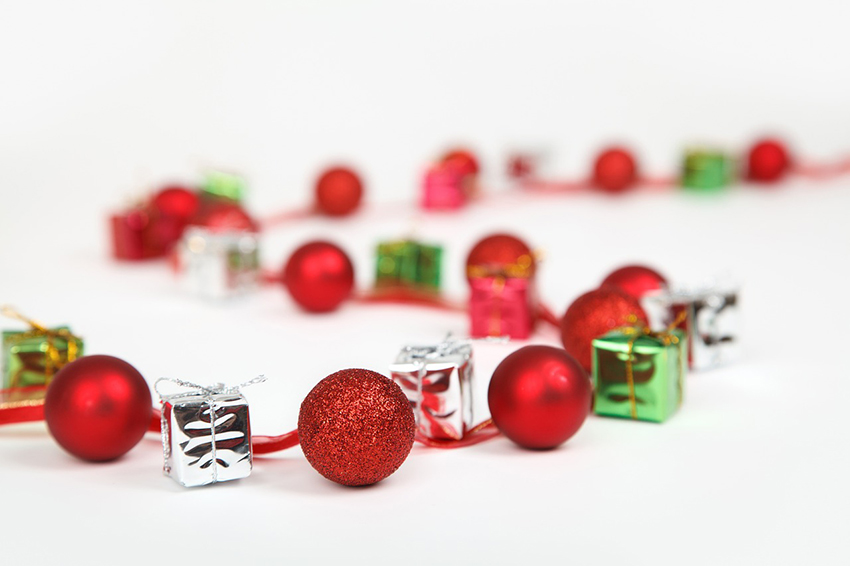 b2bcards corporate christmas eacrd ref:b2b-ecards-baubles-beads-red-green-860.jpg, Baubles,Beads, Red,Green