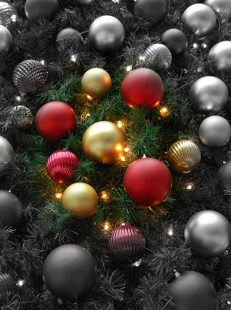 b2bcards corporate christmas eacrd ref:b2b-ecards-baubles-black-and-white-red-gold-543.jpg, Baubles, Black and White,Red,Gold