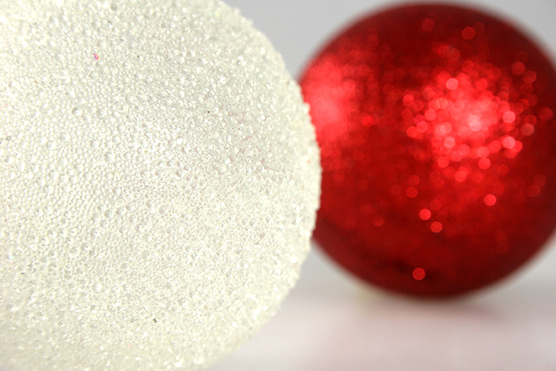 b2bcards corporate christmas eacrd ref:b2b-ecards-baubles-cream-red-349.jpg, Baubles, Cream,Red