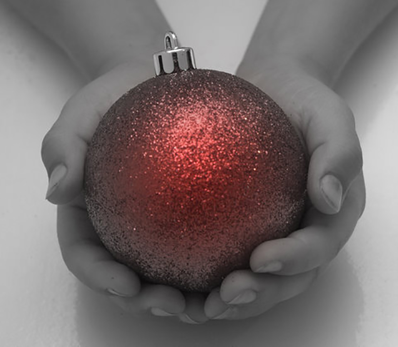 b2bcards corporate christmas eacrd ref:b2b-ecards-baubles-hands-red-black-and-white-684.jpg, Baubles,Hands, Red,Black and White