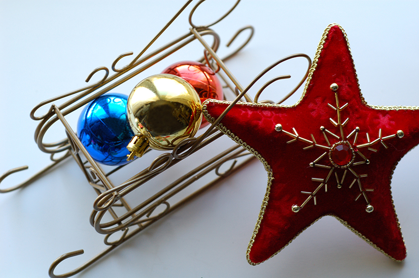 b2bcards corporate christmas eacrd ref:b2b-ecards-baubles-stars-sleigh-colours-red-832.jpg, Baubles,Stars,Sleigh, Colours,Red