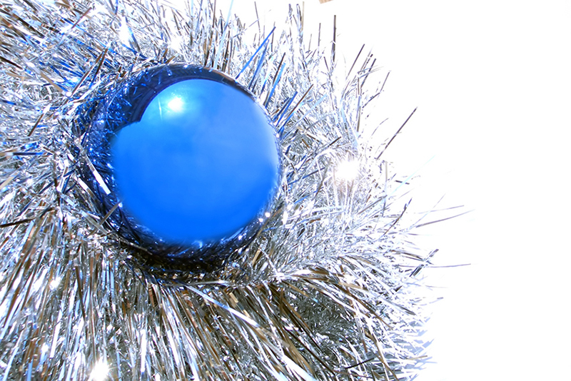 b2bcards corporate christmas eacrd ref:b2b-ecards-baubles-tinsel-blue-silver-336.jpg, Baubles,Tinsel, Blue,Silver