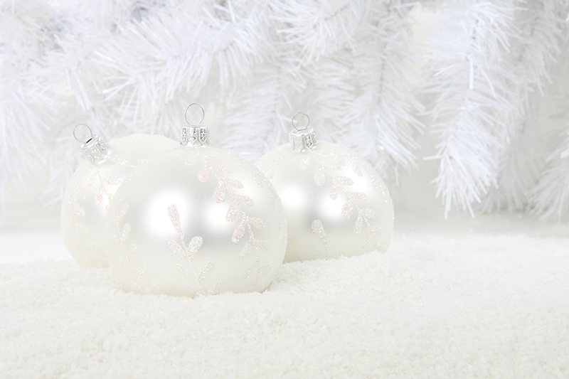 b2bcards corporate christmas eacrd ref:b2b-ecards-baubles-tinsel-snow-frost-white-cream-381.jpg, Baubles,Tinsel,Snow,Frost, White,Cream