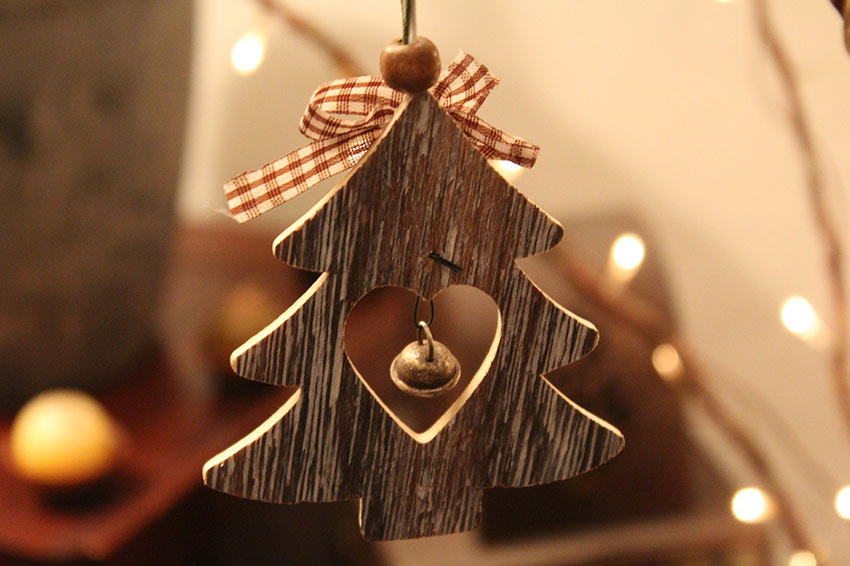 b2bcards corporate christmas eacrd ref:b2b-ecards-bells-wood-colours-cream-brown-930.jpg, Bells,Wood, Colours,Cream,Brown