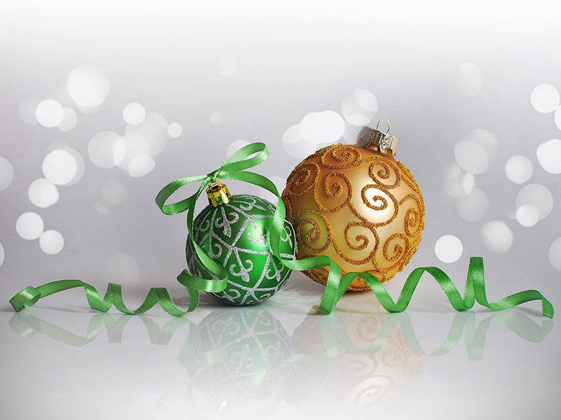 b2bcards corporate christmas eacrd ref:b2bcards-baubles-green-gold-ribbon.jpg, Baubles,Ribbons, Silver,Green,Gold
