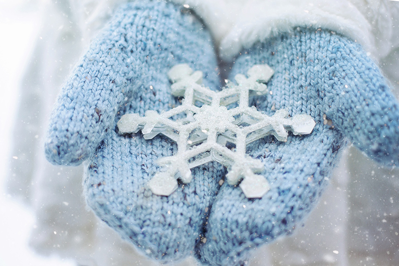 b2bcards corporate christmas eacrd ref:b2bcards-snowflake-mittens-hands-blue.jpg, Hands,Mittens,Snowflakes, Blue,White